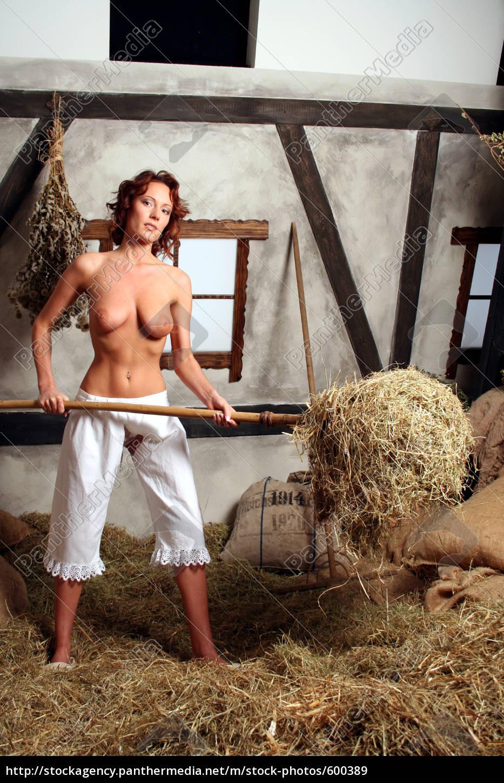 Nackt Auf Dem Bauernhof