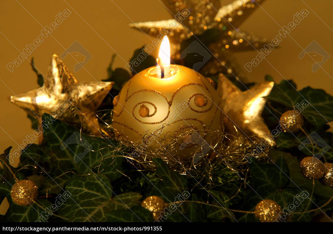 Weihnachtliche dekoration in gold lizenzfreies bild for Weihnachtliche dekoration