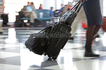 airport terminal und reisende