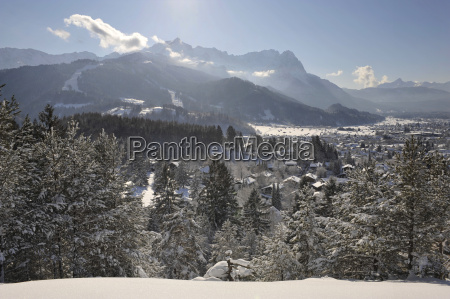 stadt garmisch partenkirchen im winter