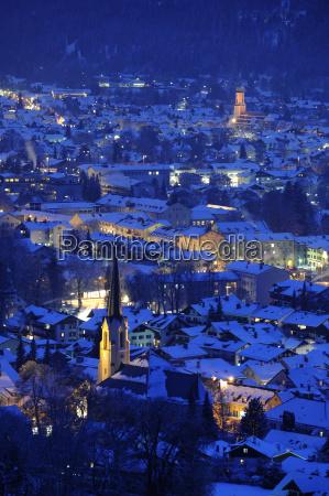stadt, garmisch-partenkirchen, bei, nacht - 1843265