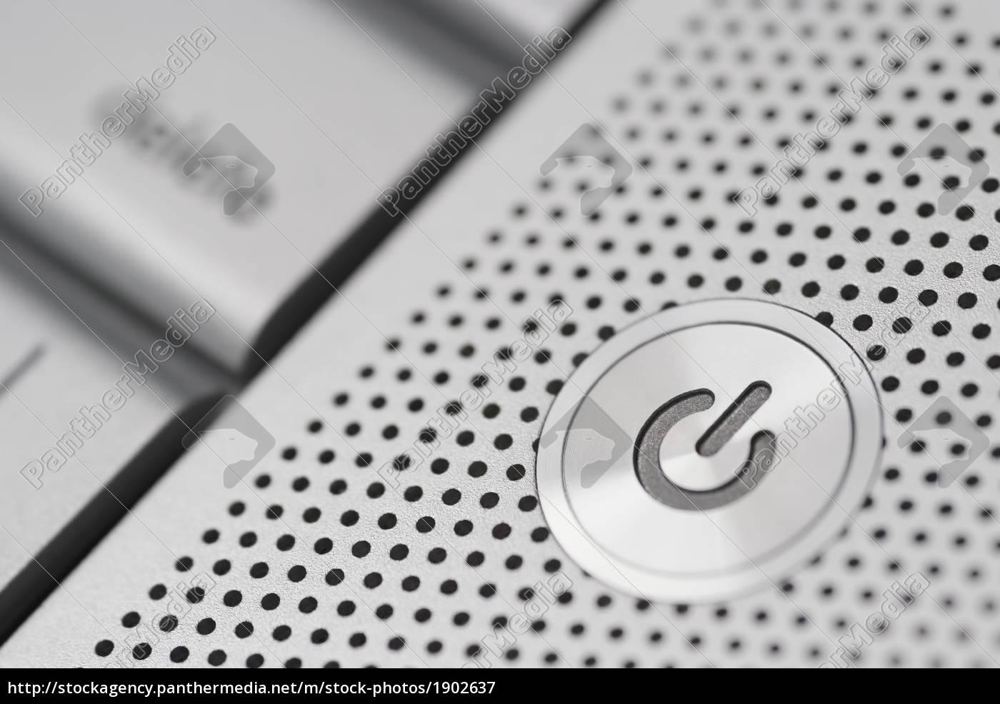 power taste auf einem silbernen laptop lizenzfreies bild. Black Bedroom Furniture Sets. Home Design Ideas