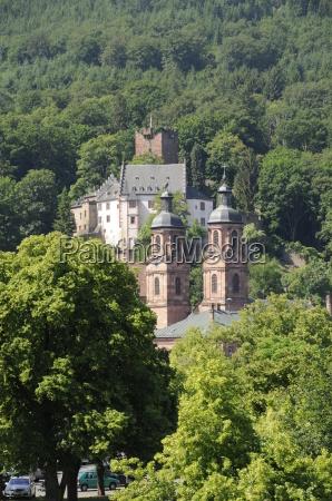 kirche und burg in miltenberg