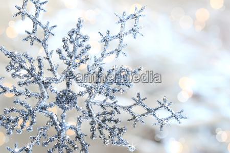 silberne blaue schneeflocke