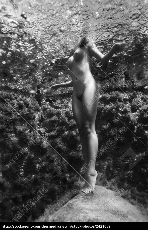 Nackte Frauen Unter Wasser