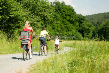 fahrrad fahren in familie