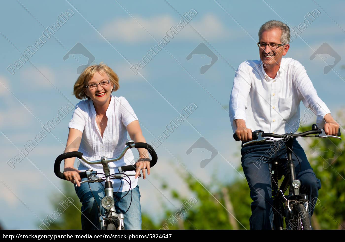 glückliches, paar, fährt, rad, in, der - 5824647