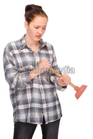 studioaufnahme einer jungen frau mit saugglocke