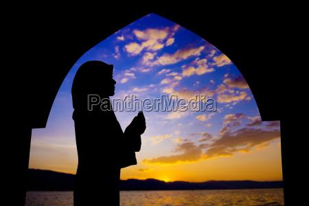muslimisches beten in der moschee