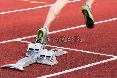 sprintstart in bewegungsunschaerfe