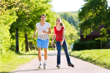 junges paar beim sport im freien