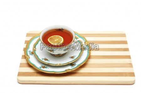 tasse tee mit zitrone auf dem