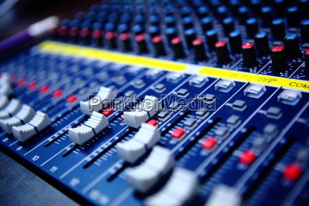 kontrollen von audio mischpult