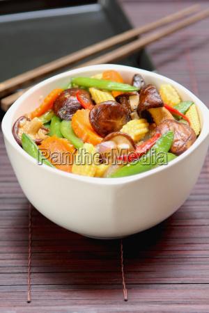 stir fried vegetable with mushroom