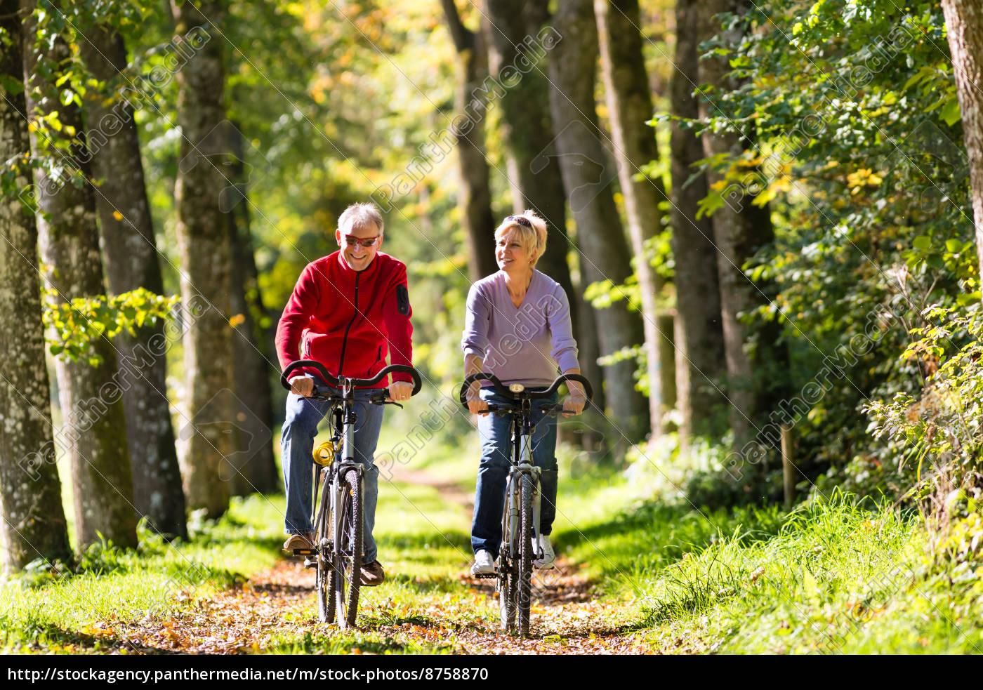 senioren, beim, sport, mit, fahrrad - 8758870