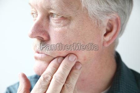 itchy rash on mans face