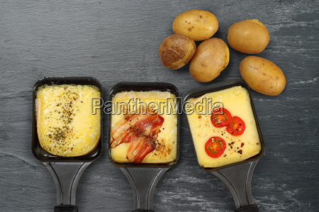 raclette tabletts und kartoffeln
