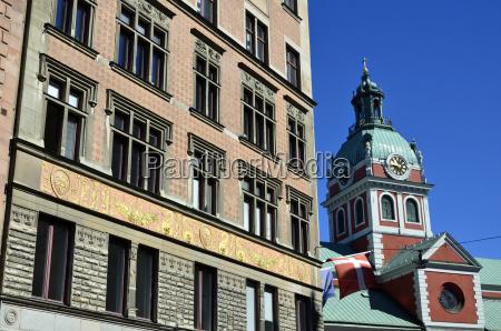 hausfassade und turm der jakobs kirche