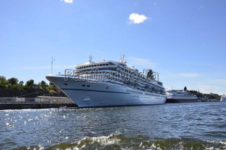 kreuzfahrtschiff im hafen stockholm
