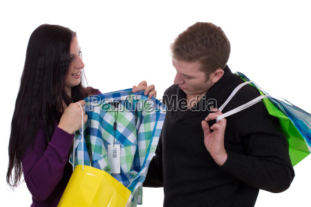 paerchen beim einkaufen von kleidung
