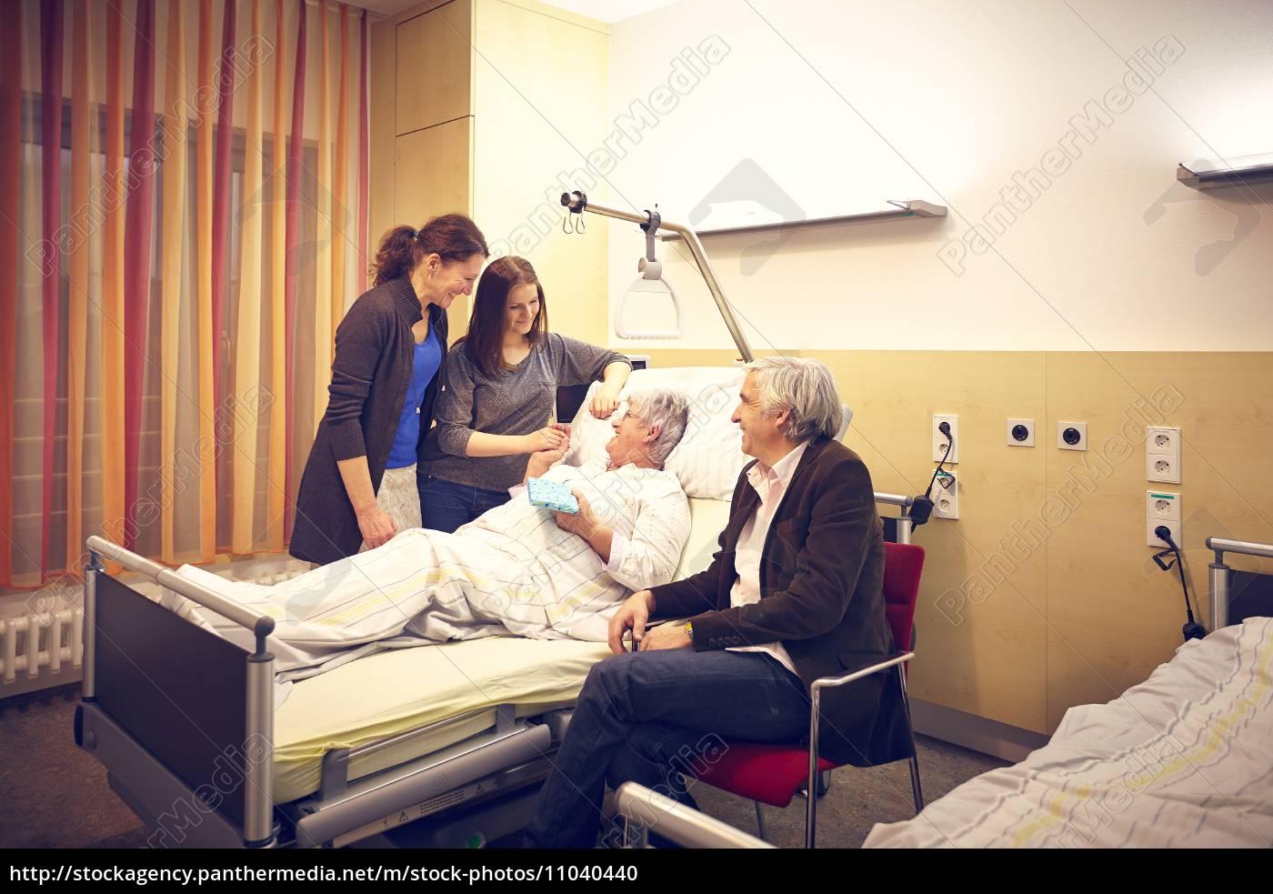 Krankenhaus Besuch Familie Lizenzfreies Foto 11040440