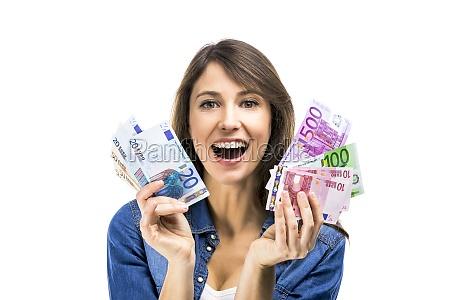 frau haelt einige euro banknoten