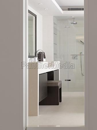 vanity zwischen waschbecken im modernen badezimmer