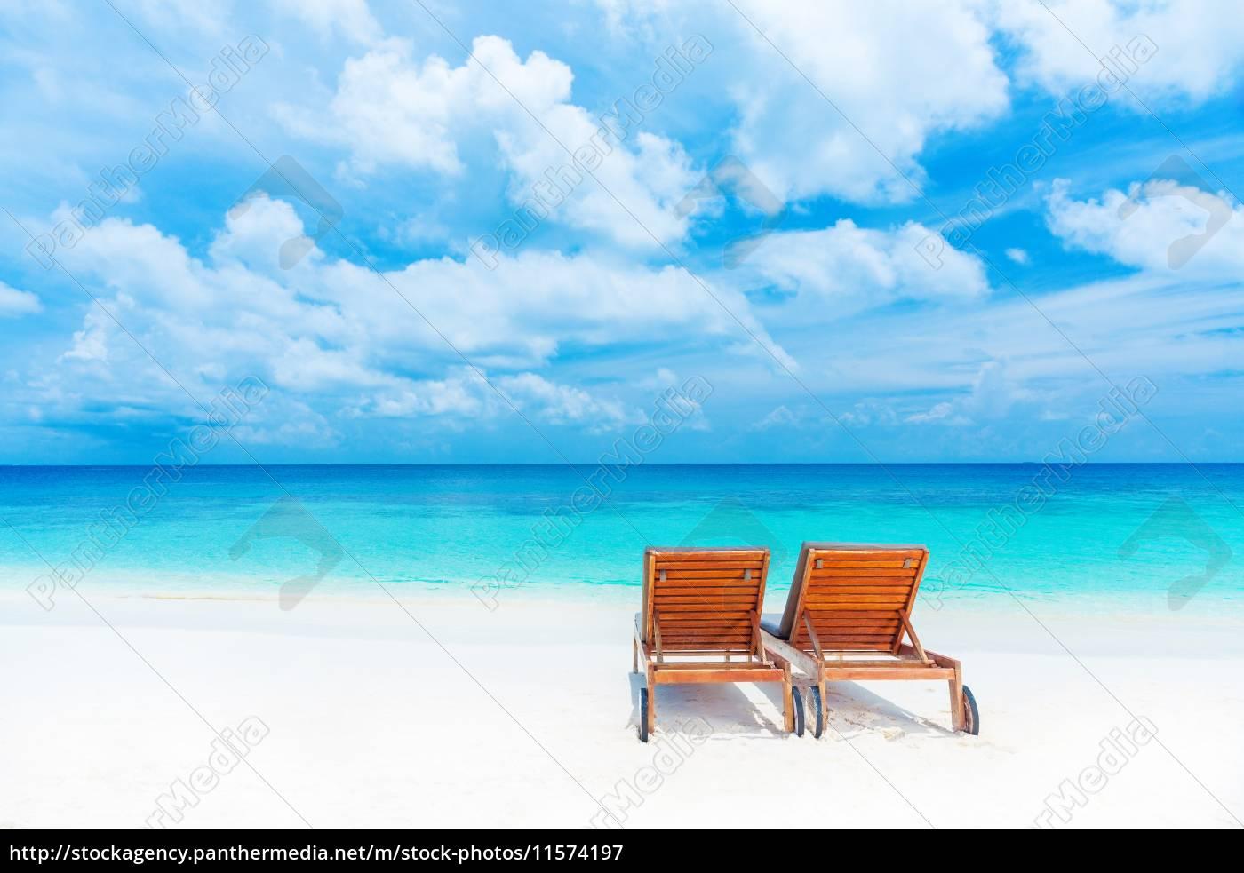 zwei leere liegestuhl am strand lizenzfreies bild 11574197 bildagentur panthermedia. Black Bedroom Furniture Sets. Home Design Ideas