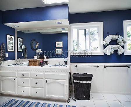 blauer ozean themed badezimmerencinitaskalifornienusa