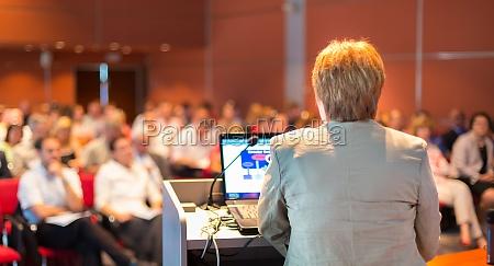 geschaeftsfraudie auf der konferenz
