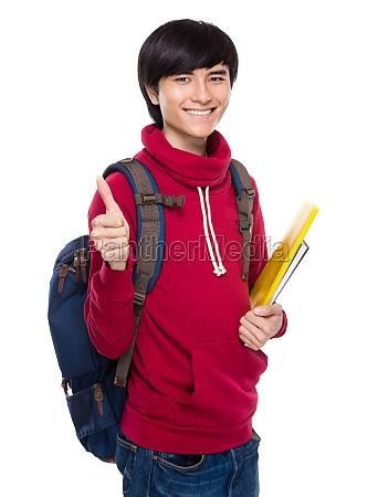 asian junger mann mit rucksack und