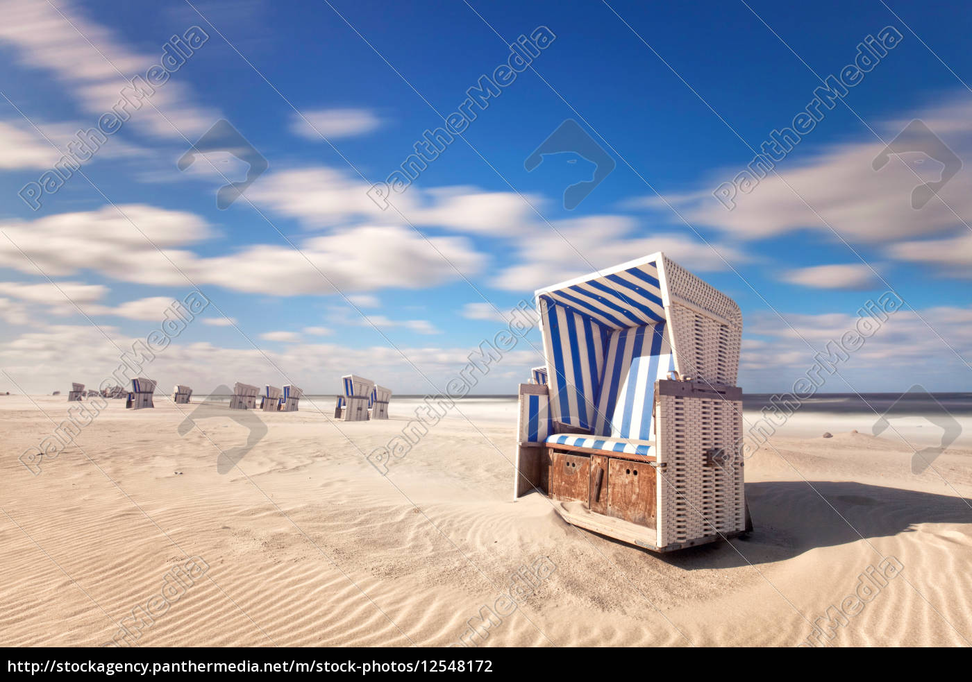 strandkorb auf sylt lizenzfreies foto 12548172 bildagentur panthermedia. Black Bedroom Furniture Sets. Home Design Ideas