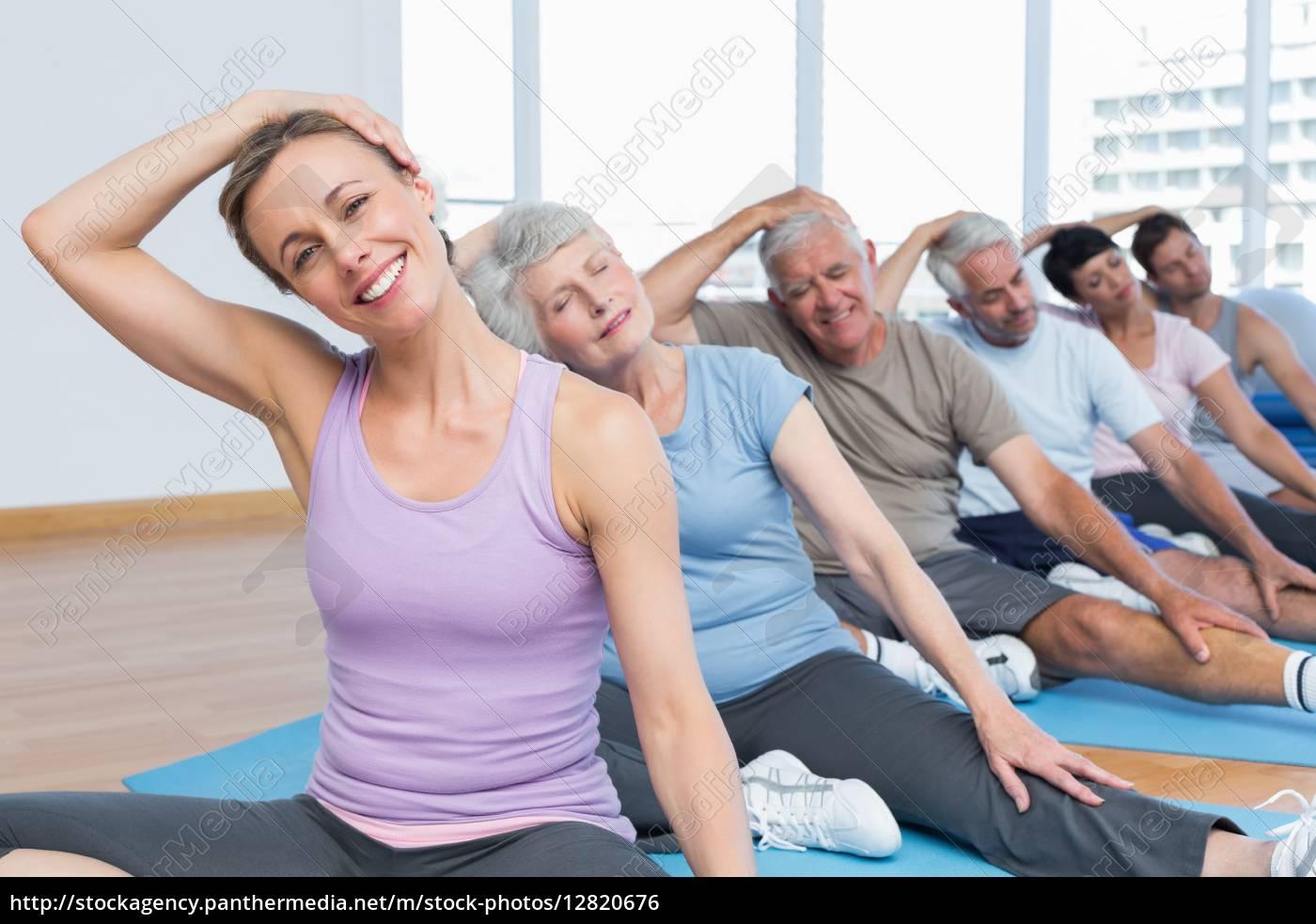klasse, stretching, hals, in, reihe, an - 12820676