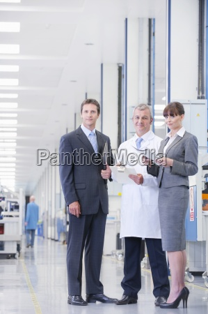 portrait of smiling business people and