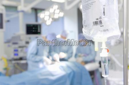konzentrieren chirurgendie den betrieb mit iv