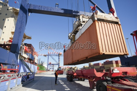 kranentladung, containerschiff, am, dock - 12931354