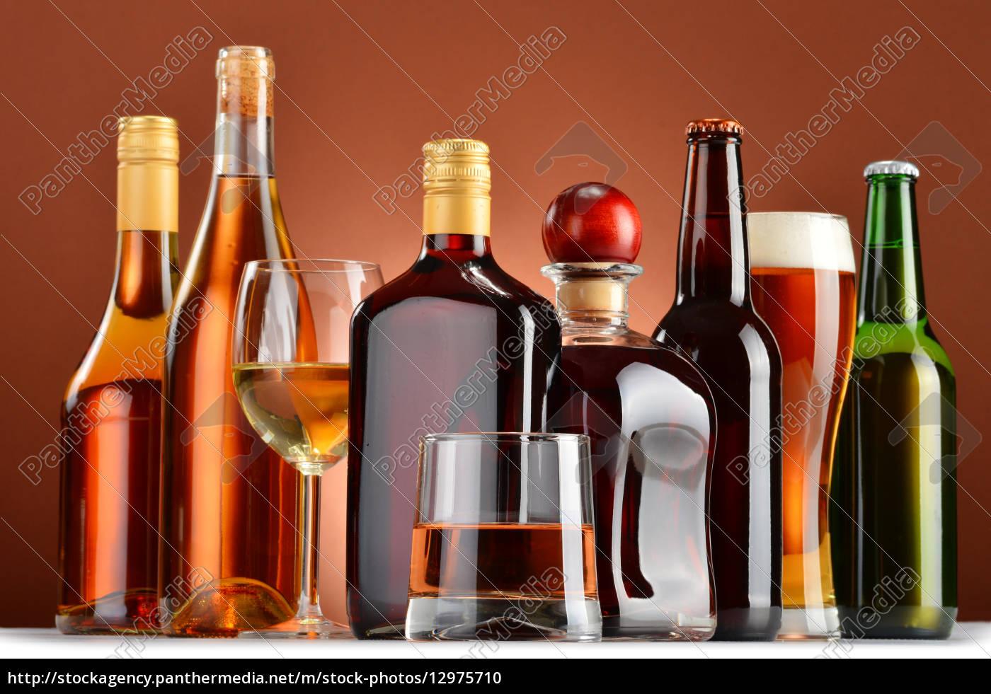 flaschen und gl ser sortierte alkoholische getr nke stock photo 12975710 bildagentur. Black Bedroom Furniture Sets. Home Design Ideas