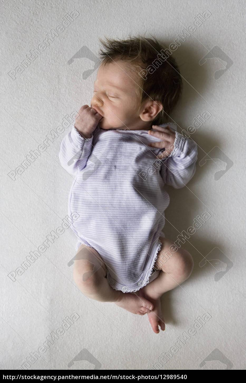 portrait m dchen farbe kind entspannung portr t baby lizenzfreies foto 12989540. Black Bedroom Furniture Sets. Home Design Ideas