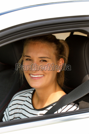 freundliche autofahrerin