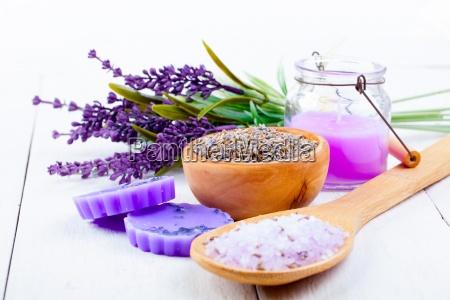 trockenen lavendel blumen mit serviette auf