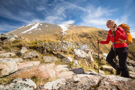 frau weiblich bergwandern weibchen klein junge