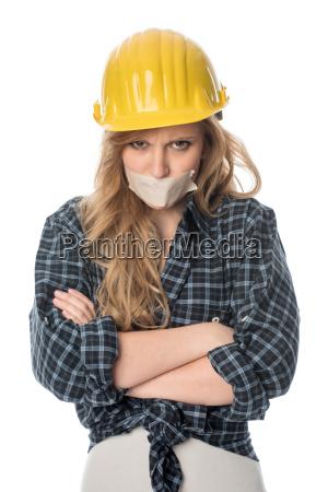 weiblicher handwerker ist sauer