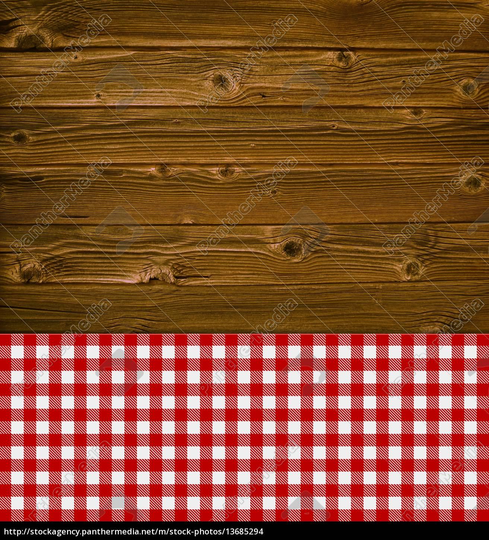 alter rustikaler holzhintergrund mit tischdecke rot. Black Bedroom Furniture Sets. Home Design Ideas