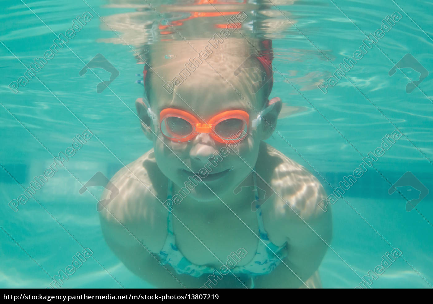 cute, kind, unter, wasser, im, pool - 13807219