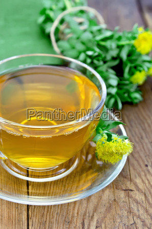 herbal tea with rhodiola rosea on