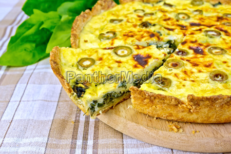 pie with spinach and olives on