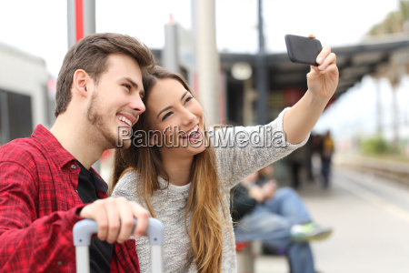 couple of travelers photographing a selfie
