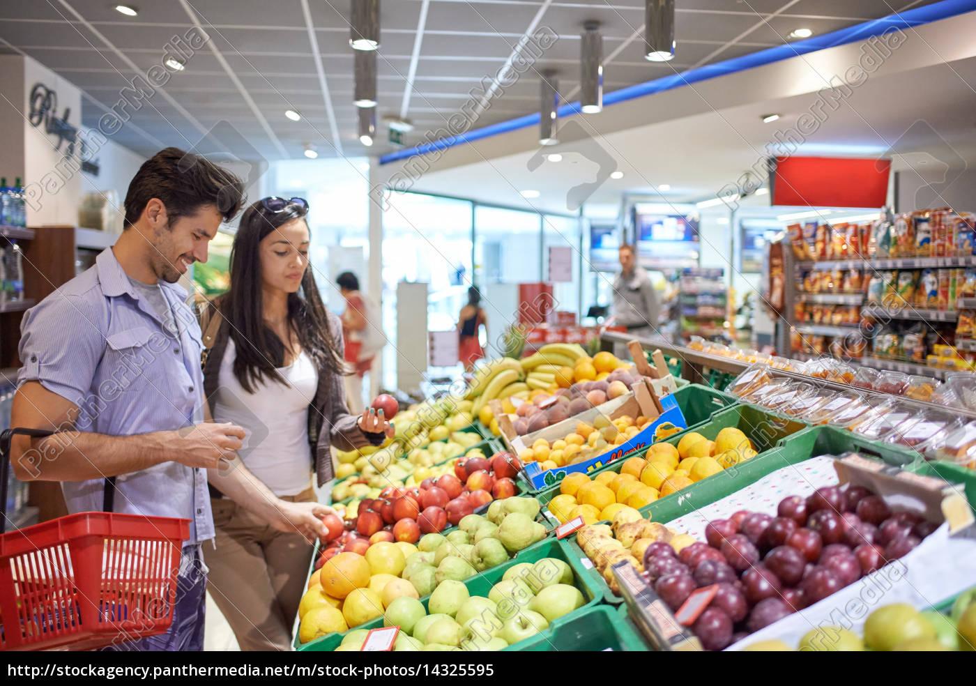paar, einkaufen, in, einem, supermarkt - 14325595