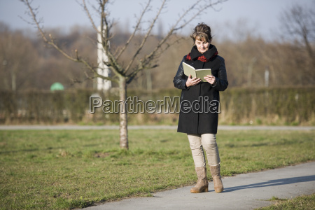 woman walk and reading side