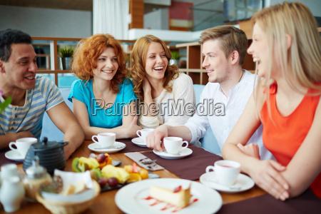 talk in cafe